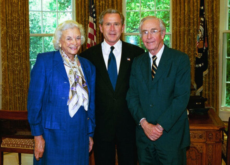sandraoconnor_and_georgewbush_may2004_executive_office_of_the_president_of_the_united_states.jpg