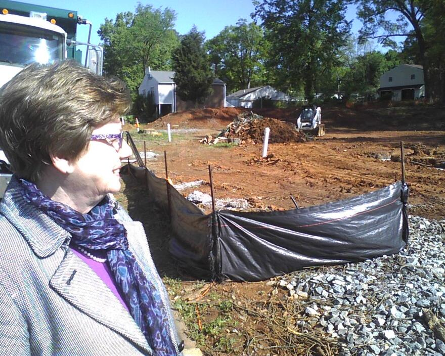 council_member_kinsey_viewing_construction_0.jpg