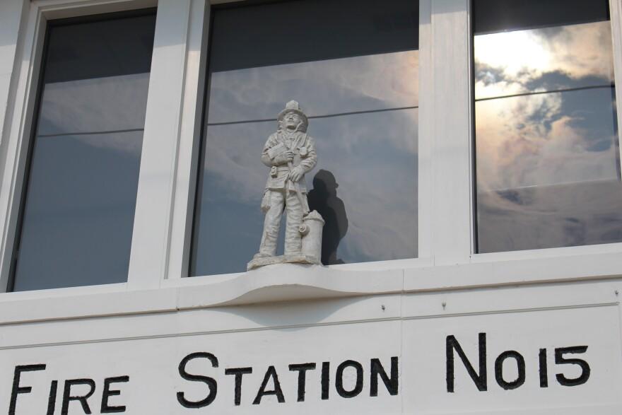 ex-statue.JPG