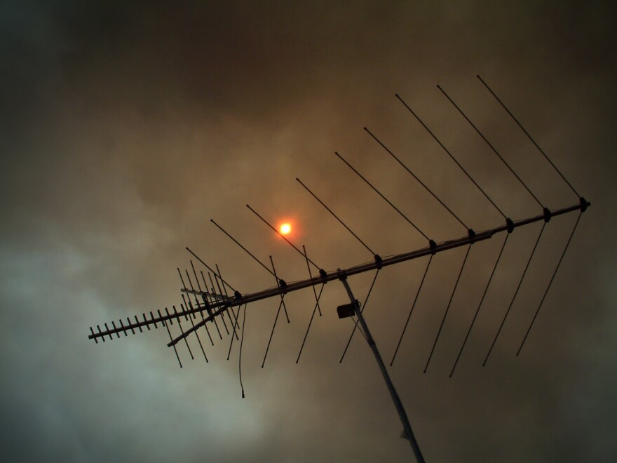 Smoke from a Florida wildfire covers the sky.