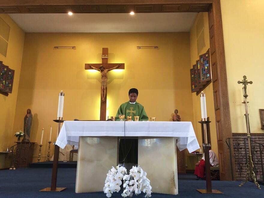 The Rev. Matthew Nathan celebrates a Spanish-language Mass at St. Alexis.