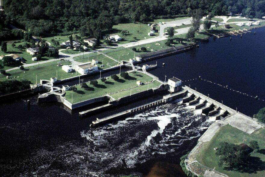 1024px-USACE_St_Lucie_Lock_and_Dam.jpg