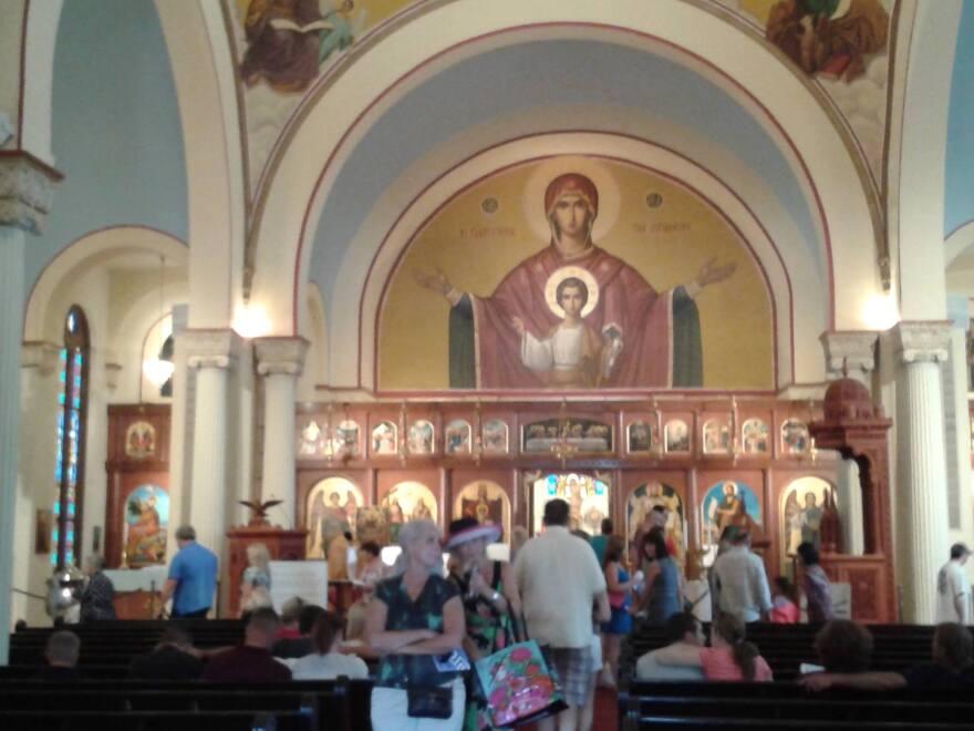 Holy_Trinity_Interior.jpg