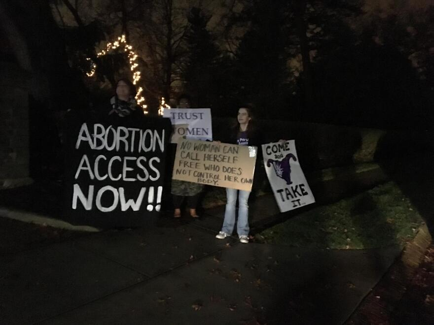 abortion_protestors_at_governor_s_residence__120616.jpg