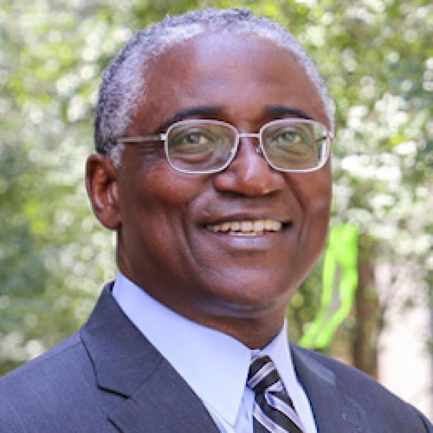 Dr. Lloyd Edwards is Professor and Chair of Biostatistics at the University of Alabama at Birmingham. Dr. Edwards has an extensive background in collaborating with researchers in a broad range of areas in biomedical research, including cardiovascular dise