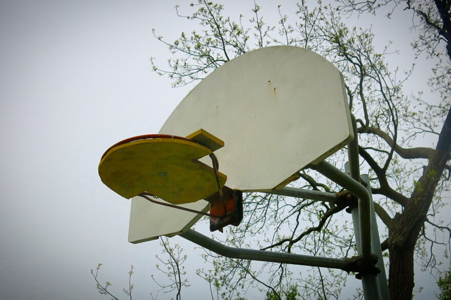 051520_Basketball courts_KCMO_coronavirus_GK.jpeg