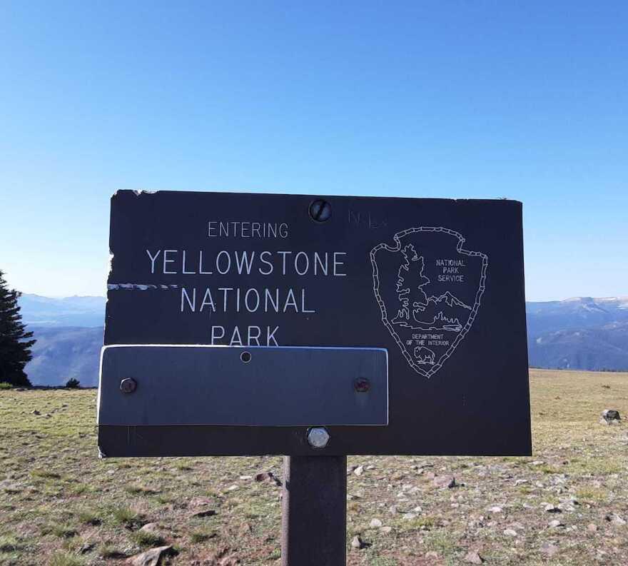 200803_YellowstoneNationalParkSign_RachelCramer.jpg