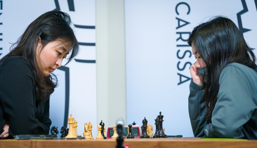 Clarissa Yip (right) defeated reigning Women's World Champion Wenjun Ju (left) in an absolute masterpiece at the 2020 Cairns Cup.