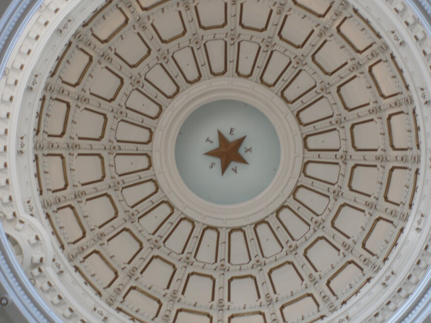 Burnstein_Texas_Capitol_Dome_April_2007_2.jpg