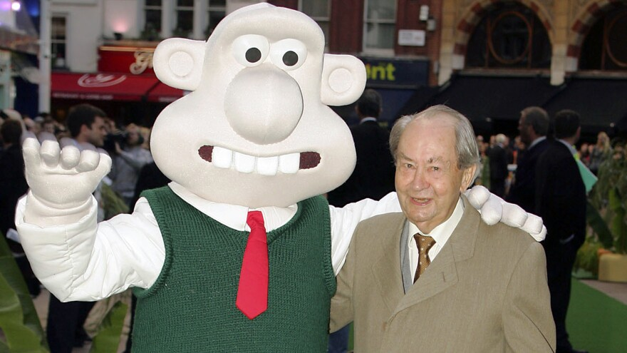 British actor Peter Sallis, who voiced the part of Wallace in the <em>Wallace and Gromit</em> clay animation films, posed in 2005 with a person dressed as that character at the movie premiere of <em>Wallace and Gromit: The Curse of the Were-Rabbit</em>.