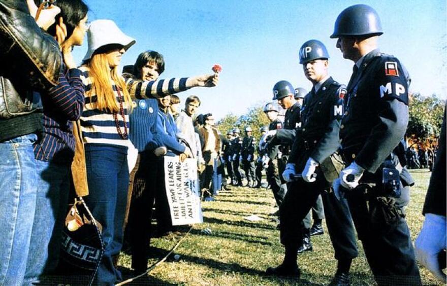flower_power_demonstrator_1967.jpg