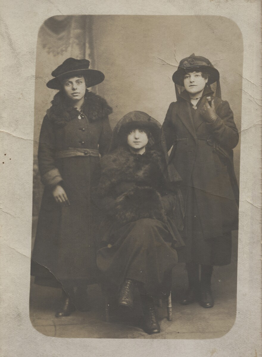 French women in mourning dress