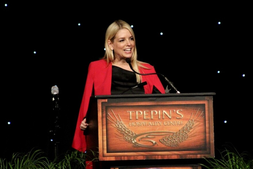 pam_bondi_lincoln_dinner_5-20.jpg