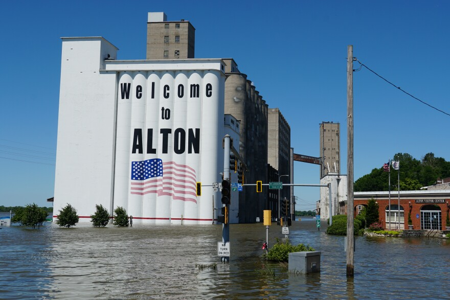 Flood waters in Alton, Illinois almost reached the levels of the Great Flood of 1993. City officials blocked water from entering part of the downtown area.