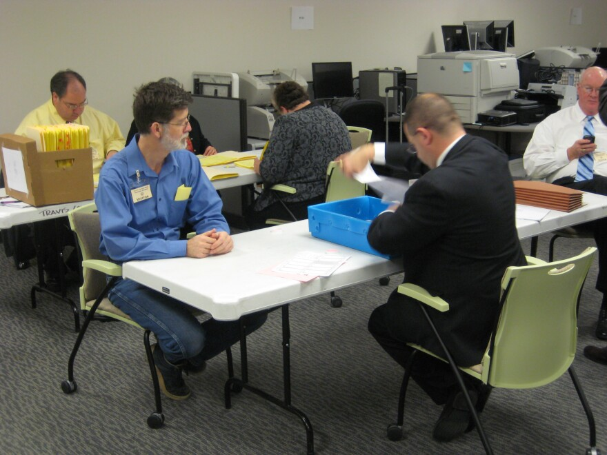 lawyers_for_howard_and_neil_pour_over_election_docs_at_clerk_s_office_01-06-10_5.jpg