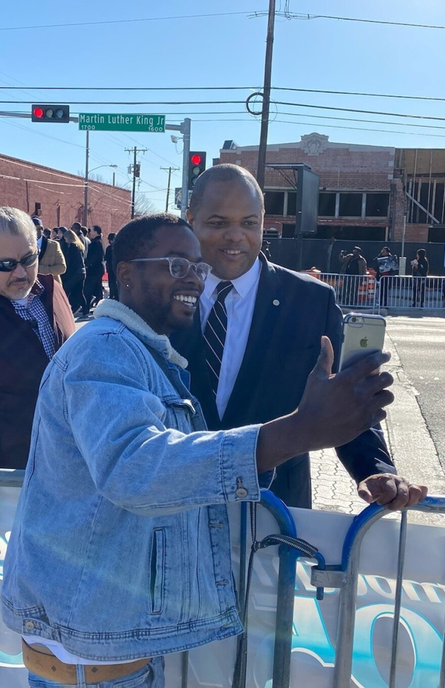 Dallas Mayor Eric Johnson poses for a selfie