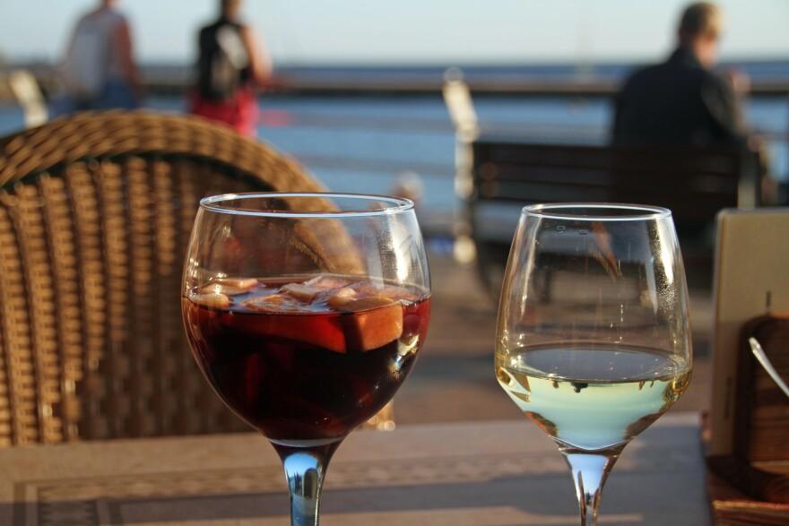 wine-1127884.jpg