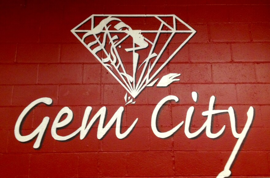 The logo of the Gem City Chorus.