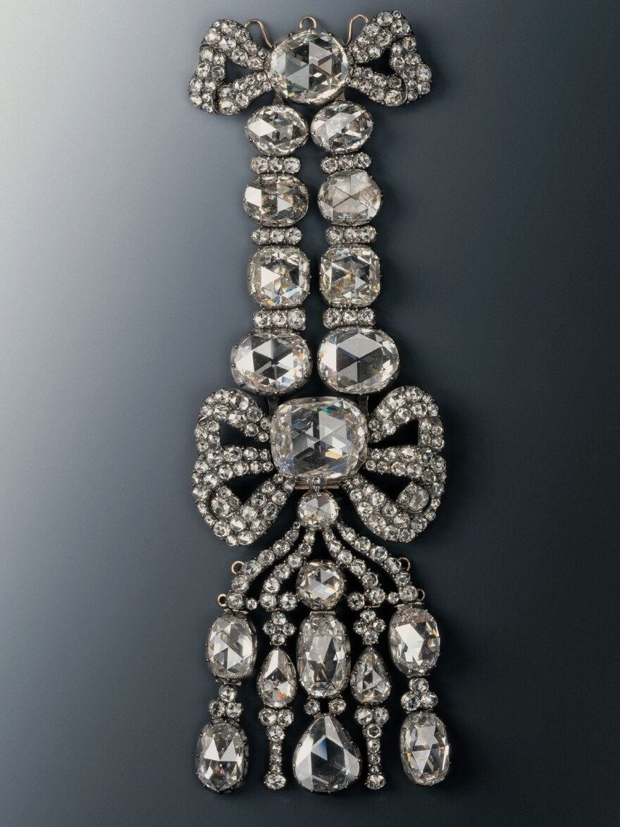 An epaulet bearing 20 large and 216 small diamonds was stolen from the Green Vault museum in Dresden early Monday. The 18th-century piece includes a massive 31.5-carat diamond, along with a smaller stone of about 16.6 carats.