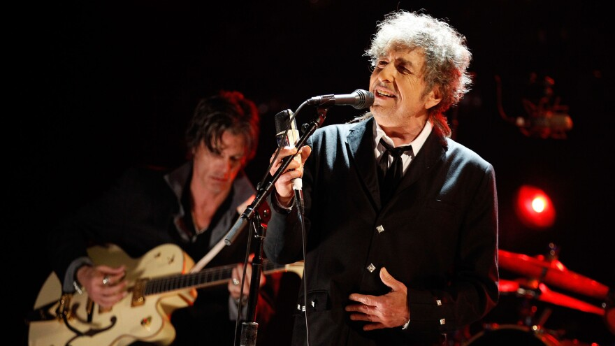 """""""This music is almost sacred to him,"""" Bob Love says of Bob Dylan's love for Frank Sinatra and the Great American Songbook."""