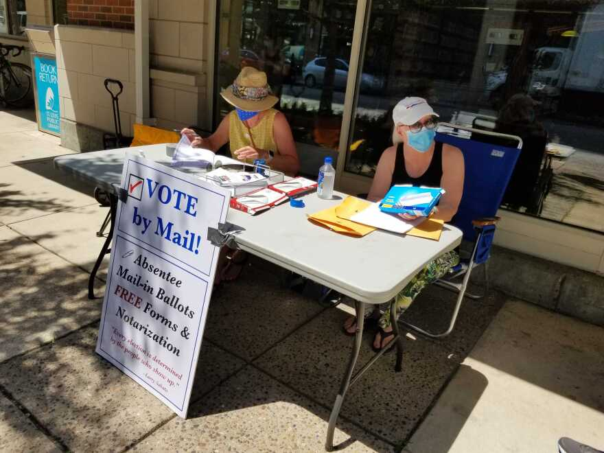 Organizers help people who want to vote absentee outside the  St. Louis Public Library Schlafly branch in the Central West End. 7/21/20