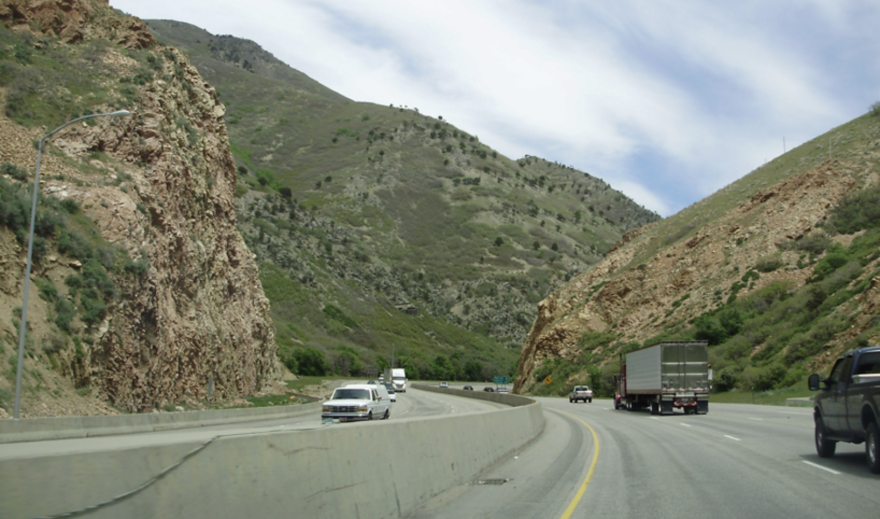 Photo of the highway at the entrance of Parley's Canyon.