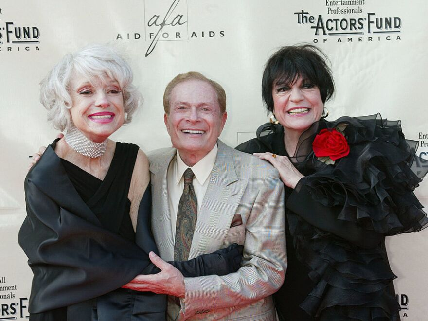 Composer Jerry Herman, flanked by actresses Carol Channing (left) and Jo Anne Worley at a 2002 Tony Awards party in Hollywood.