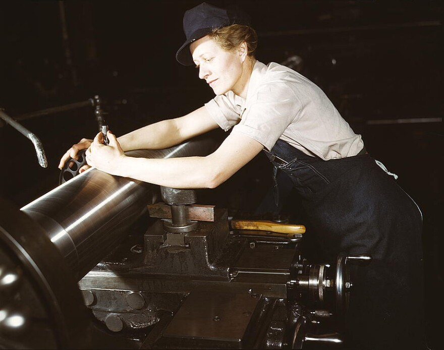 factory_worker_gun_factory_milwaukee.jpg