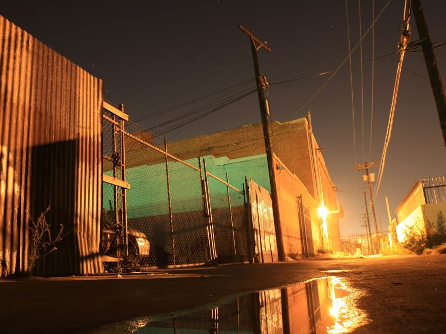 The unnamed alleys of South Los Angeles provide a setting for Mosley's fictional speakeasy, Cox Bar.