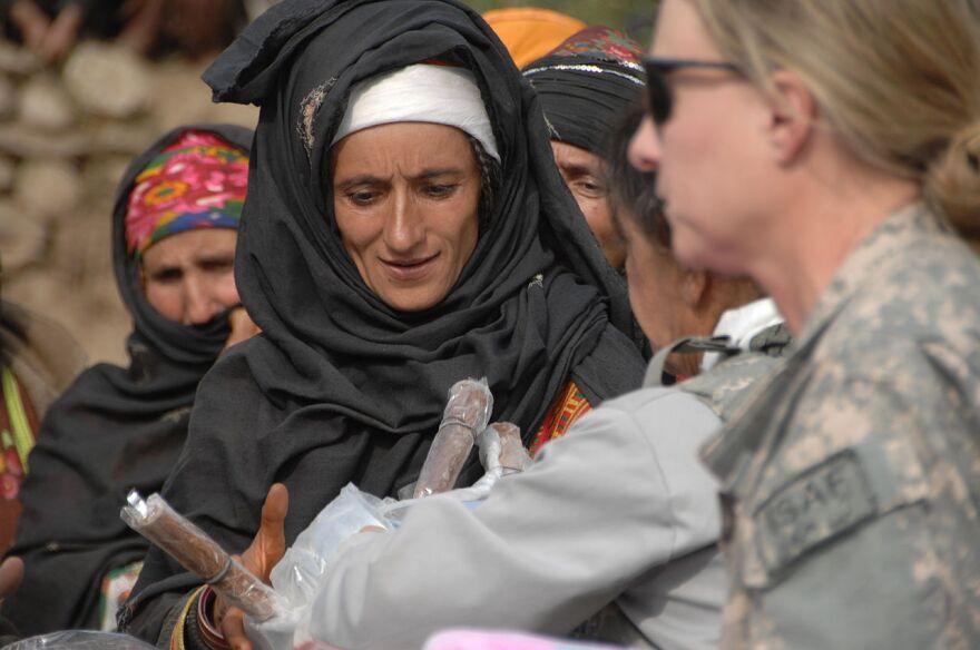 women_soldiers_afghanistan.jpg