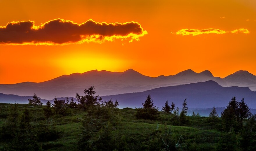 Sunset or sunrise mountains Hope.jpg