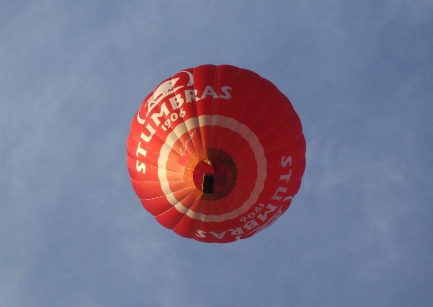 Hot_air_balloon_-_Trakai_LTU.jpg