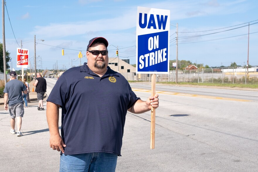 Tony Vacca, committee man of United Auto Workers Local 1250, stands in solidarity with Local 1005 workers currently on strike outside of the GM Metal Fabrication Division Parma, Ohio Tuesday, Sep. 17, 2019.