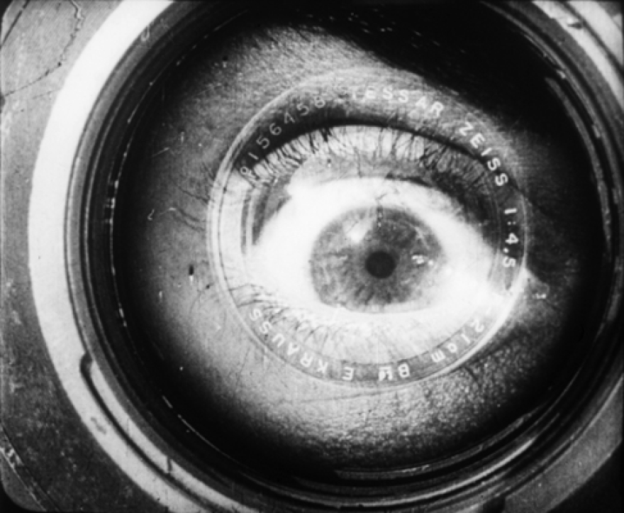 Man_with_a_movie_camera_1929_2.png