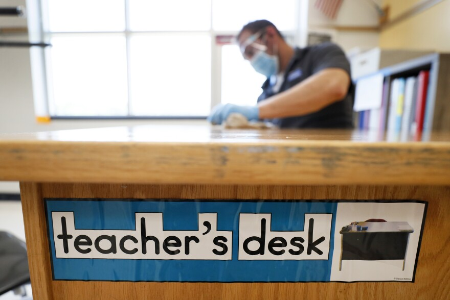 111020-Iowa Schools Line Up To Request Virtual Learning Waivers