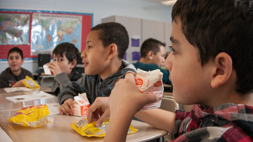 photo of children eating lunch at school