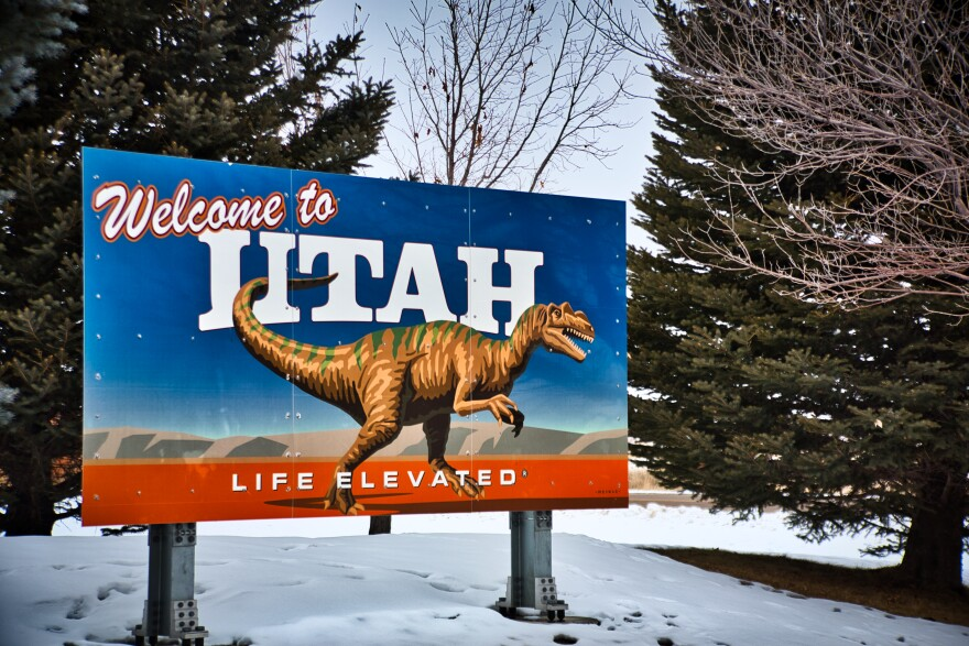 Photo of Welcome to Utah sign.