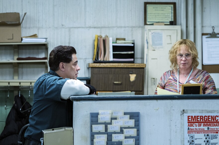 Patricia Arquette plays Tilly, a woman who helped two inmates break out of prison, in the based-on-a-true-story drama <em>Escape at Dannemora. </em>Benicio del Toro plays escapee Richard Matt.
