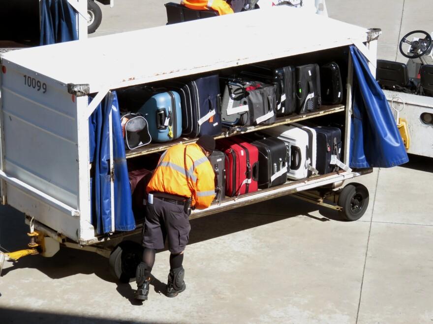 airport_baggage_worker_stock_pixabay.jpeg