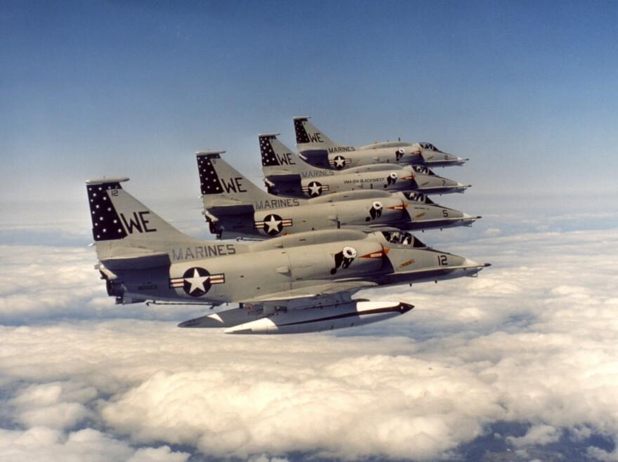 A-4M_Skyhawks_of_VMA-214_in_flight_in_the_1970s.jpg