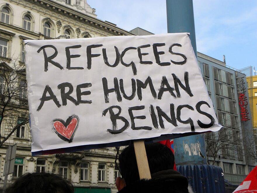 800px-2013-02-16_-_wien_-_demo_gleiche_rechte_f__r_alle__refugee-solidarit__tsdemo__-_refugees_are_human_beings.jpg