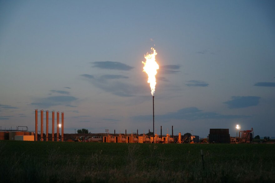 jh-union-res-well-flaring_06132014.jpg