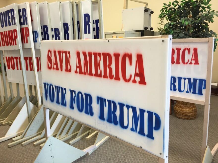 trump_signs_mahoning_county_hq.jpg