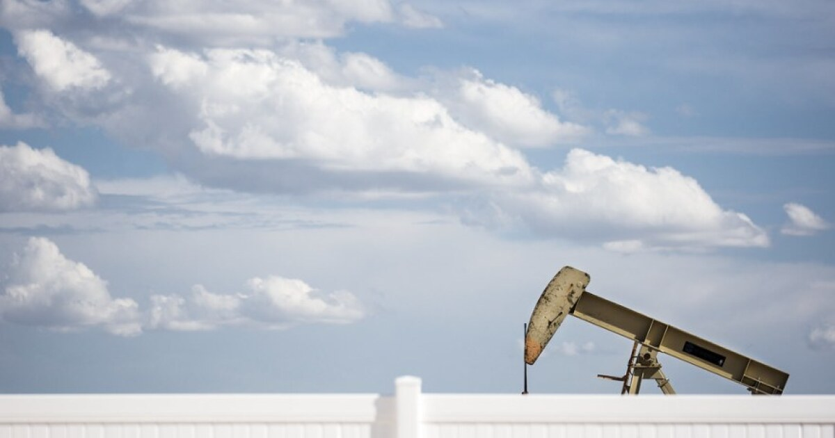 Report Alleges Conflicts Of Interest Among Texas Oil And Gas Regulators