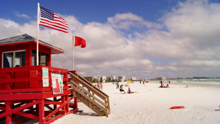 Red_Lifeguard_Stand_at_Siesta_Key_Beach.jpg