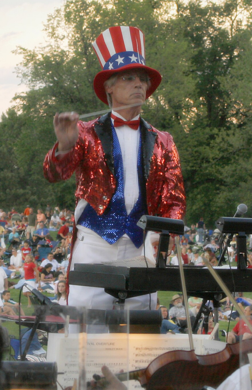 maestro_wes_kenney_conducting_on_the_4th_of_july.jpg