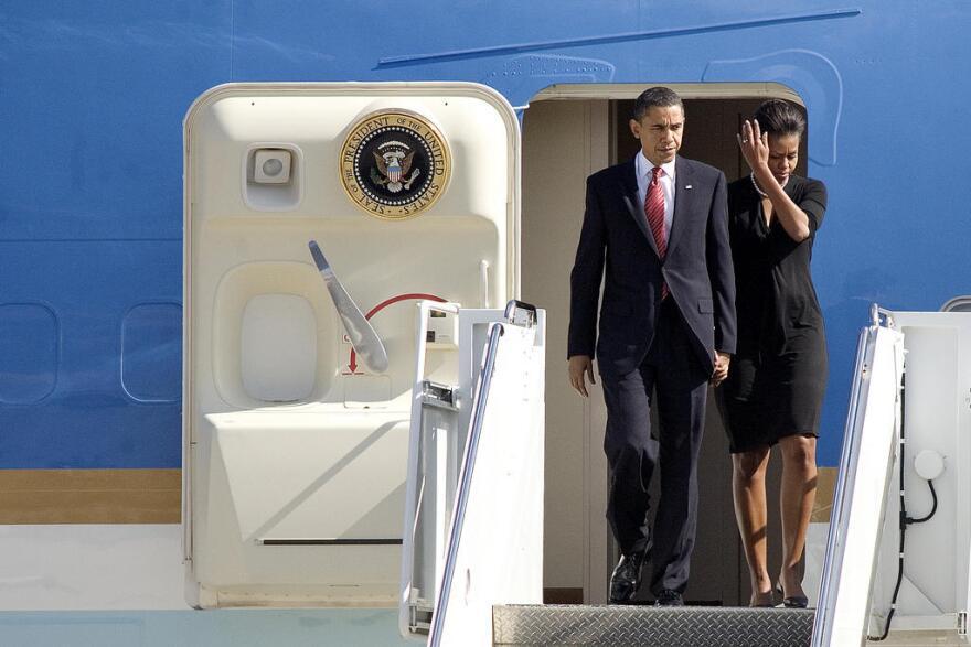Obama_deplaning.jpg