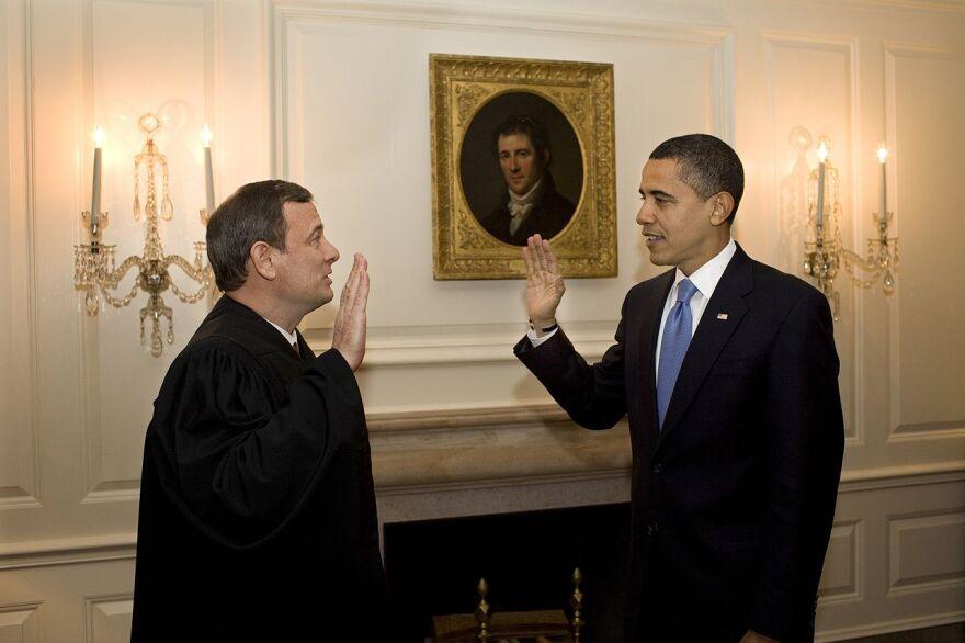 Second_oath_of_office_of_Barack_Obama_justice_john_roberts.jpg