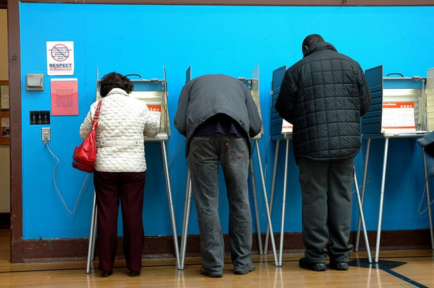 The Florida Supreme Court rejected the argument that bundling issues would violate First Amendment rights because voters could have conflicting opinions about issues in the same ballot measure.