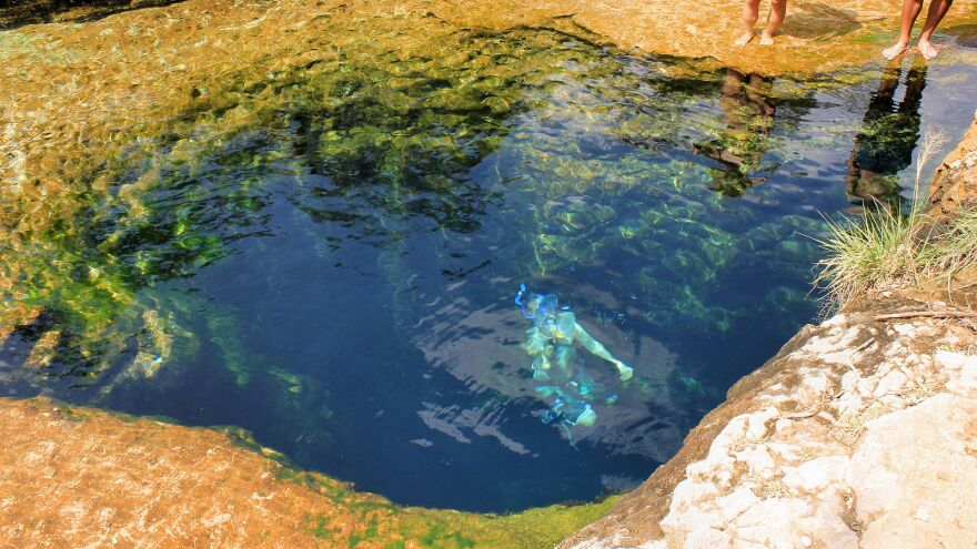 1600px-swimming_in_jacob_s_well.jpg